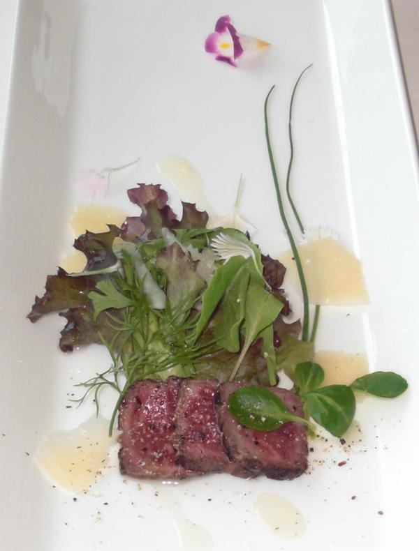 椿山荘「カメリア」前菜の牛肉のたたき